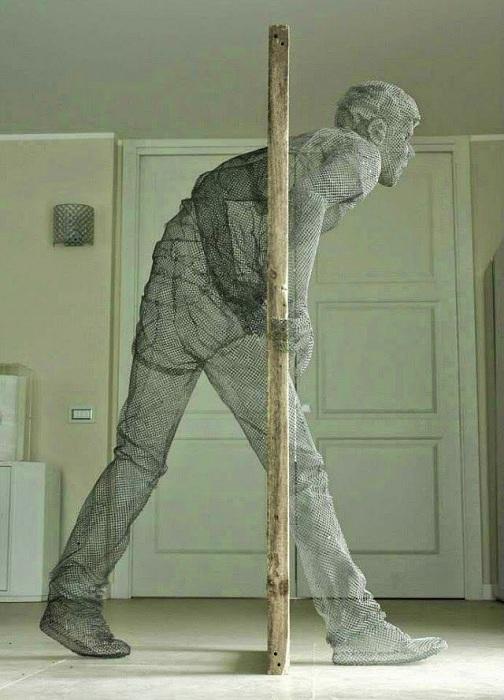 Динамичная скульптура от итальянца Edoardo Tresoldi.