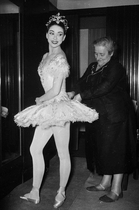 Прима-балерина Марго Фонтейн перед выступлением в Ла Скала, 1957 год.