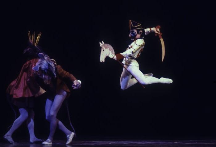 Михаил Барышников в роли принца в его собственной постановке «Щелкунчика» в театре American Ballet Theatre, 1977 год.