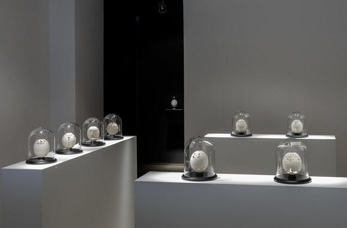 Выставка резных страусиных яиц.