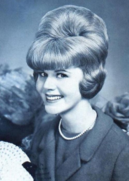 Многие прически ф советских парикмахерских фиксировались сладкой водой.