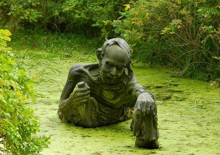 The Ferryman's End - жутковатая скульптура.