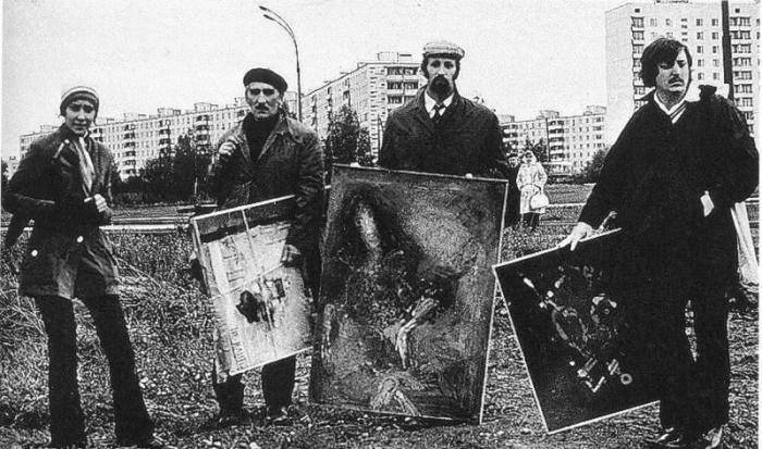 М. Тупицына, В. Немухин, В. Тупицын, С. Бордачев - советские художники-авангардисты на «бульдозерной» выставке в Москве. | Фото: pastvu.com.