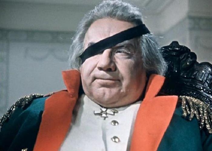 Пуля дважды проходила в сантиметре от глаз Кутузова. (Кадр из фильма).