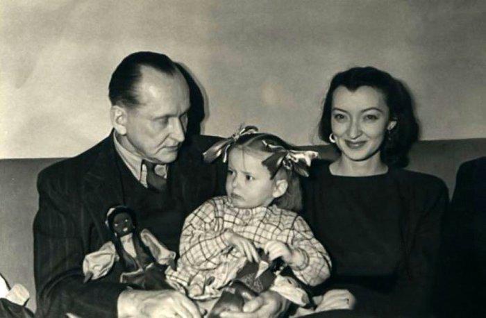 Александр Вертинский с женой, которая младше его на 33 года.