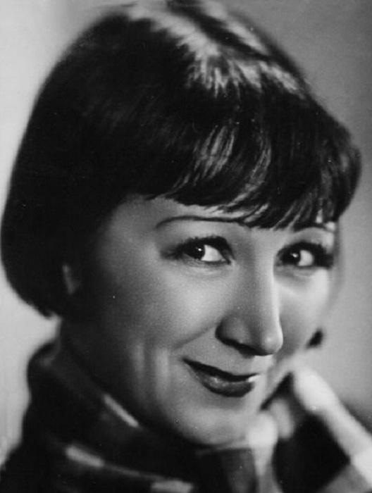 Рина Зеленая. 1940-е годы. | Фото: img11.nnm.ru.