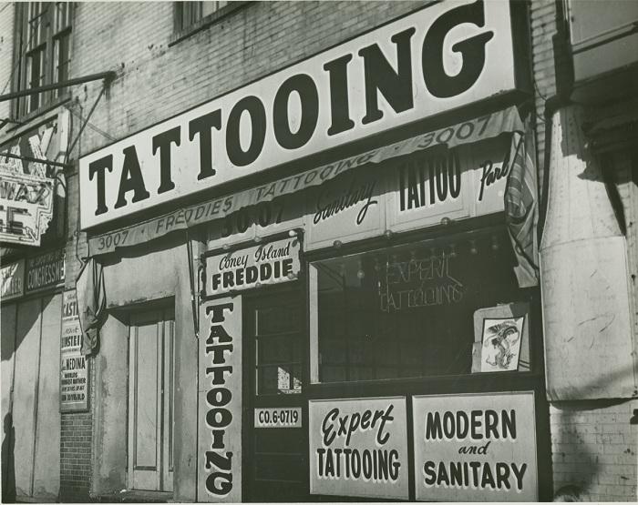 Тату-салон в Нью-Йорке, 1961 г.
