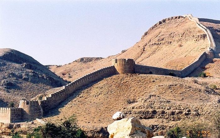 Форт Раникот - строение, считающееся по протяженности вторым в мире. | Фото: upload.wikimedia.org.