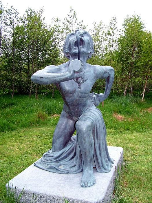 The Split Man - фигура в парка индийских скульптур.