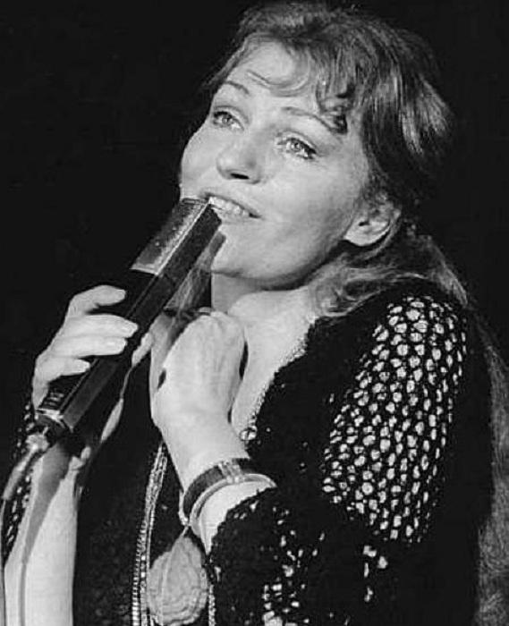 Анна Герман - эстрадная певица.