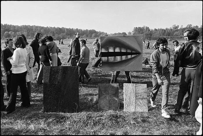 Выставка картин советских художников-авангардистов. | Фото: calvertjournal.com.