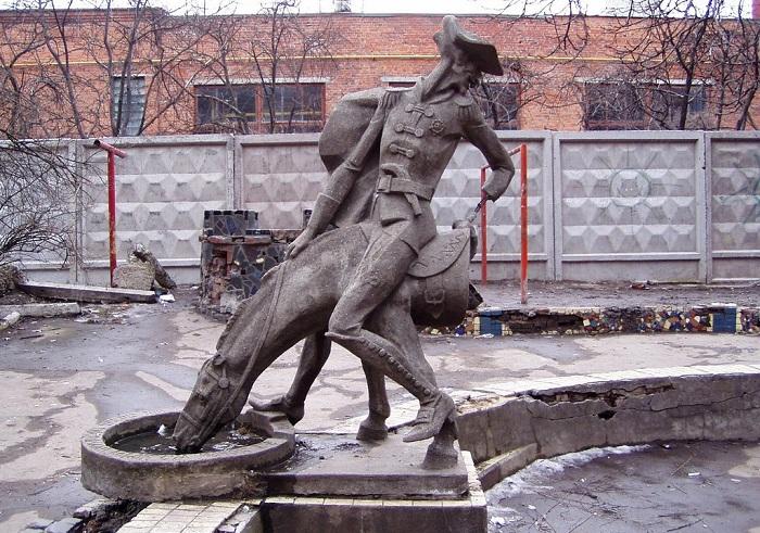 Памятник барону Мюнхгаузену.