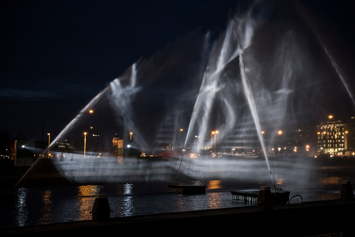 «Ghost ship» -инсталляция, представленная на фестивале света.