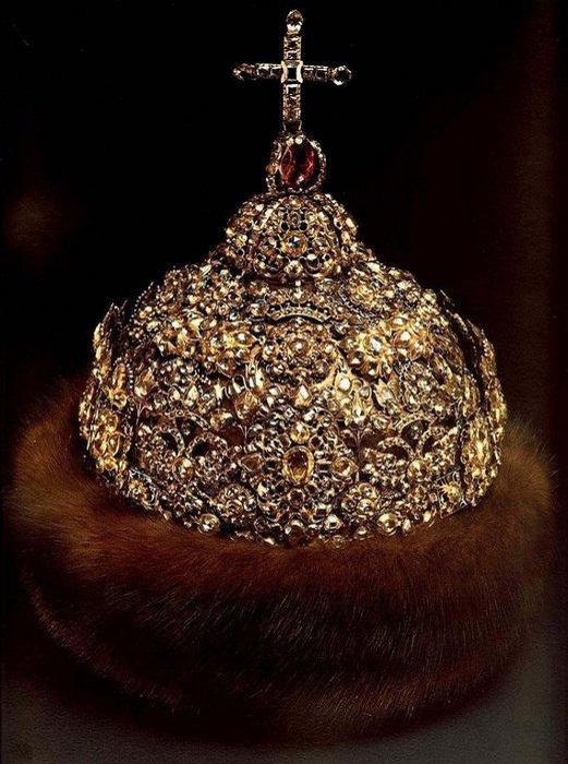 Алмазная шапка царя Ивана V. | Фото: cs3.livemaster.ru.