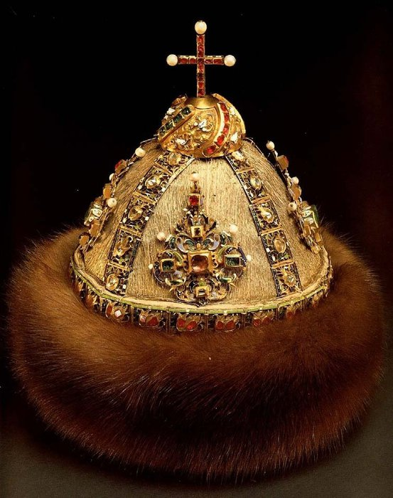Алтабасная шапка царя Ивана V Алексеевича. | Фото: liveinternet.ru.