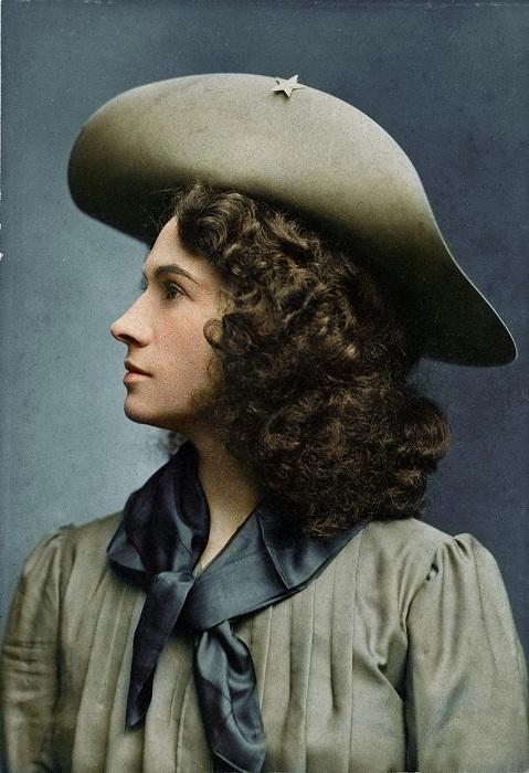 Энни Оукли - самая меткая женщина-стрелок в Америке конца XIX-начала XX века.   Фото: i.imgur.com.