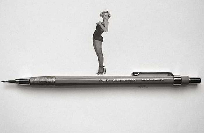 Миниатюрный рисунок, выполненный простым карандашом.