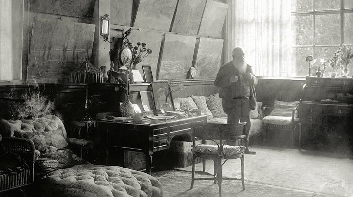 Клод Моне в его мастерской в Живерни.   Фото: messynessychic.com.