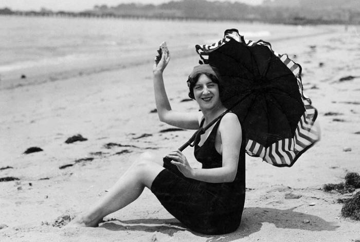 Одри Мэнсон демонстрирует революционный слитный купальный костюм для женщин. | Фото: reganarts.com.