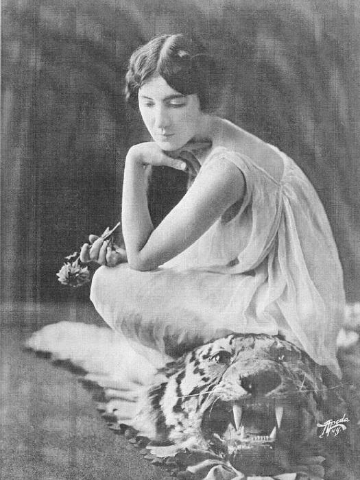 Audrey Munson - известная натурщица начала ХХ века. | Фото: 2.ssl.cf1.rackcdn.com.
