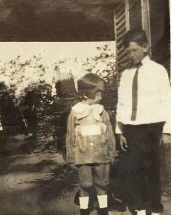 Фотография с изображением художника в детстве. | Фото: pikabu.ru.