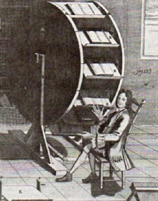 Книжное колесо - изобретение XVI века. | Фото: thevintagenews.com.