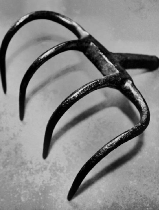 Орудие пытки «кошачья лапа».