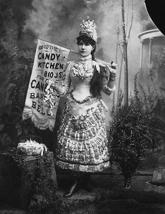 Платье с конфетами. | Фото: messynessychic.com.