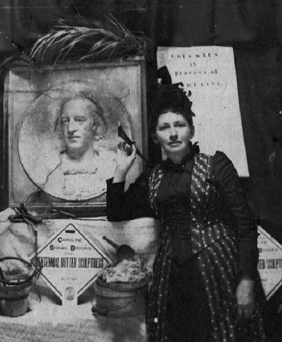 Кэролайн Шок Брукс с масляным барельефом Колумба, 1893.