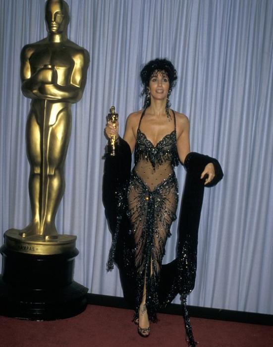 Шер удостоилась премии Оскар за лучшую женскую роль. 1987 год. | Фото: dl23.fotosklad.org.ua.