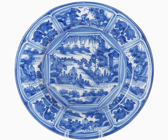 Китайская фарфоровая тарелка, ок. 1700. | Фото: fiveminutehistory.com.