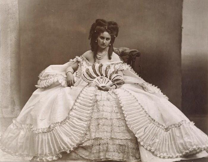 Графиня ди Кастильоне - итальянская куртизанка и фотомодель, 1863 год. | Фото: byronsmuse.wordpress.com.