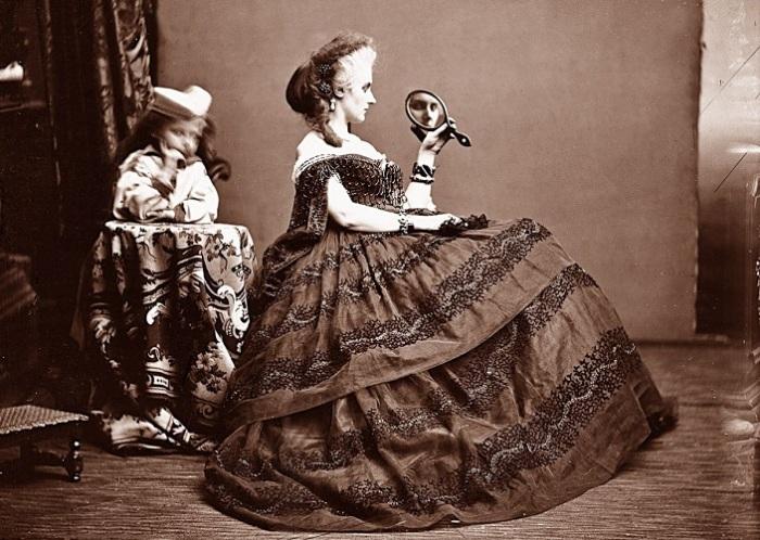 Фотографии графини ди Кастильоне выделяются продуманным сюжетом. | Фото: byronsmuse.wordpress.com.