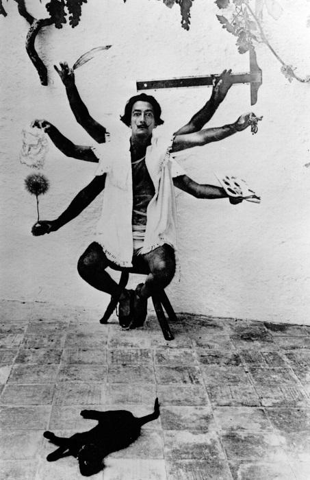 Сальвадор Дали в образе индийской богини. | Фото: messynessychic.com.