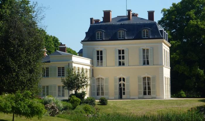 Замок мадам Дюбарри в Лувесьене. | Фото: pays-des-impressionnistes.fr.
