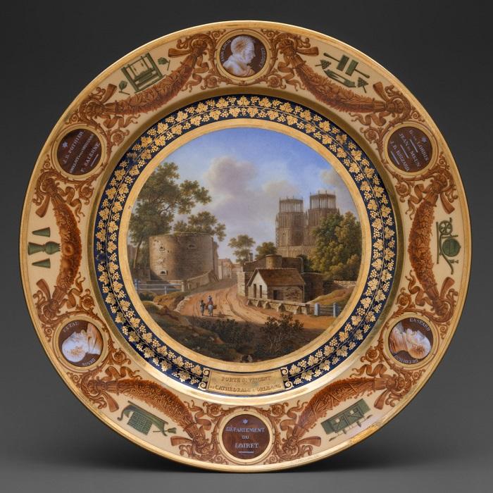 Тарелка из сервиза «Service Des Dеpartements», 1827 год. | Фото: fiveminutehistory.com.