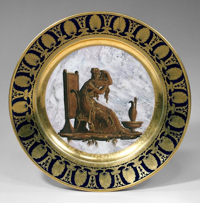 Тарелка. Твердый фарфор, 1807 год.   Фото: fiveminutehistory.com.
