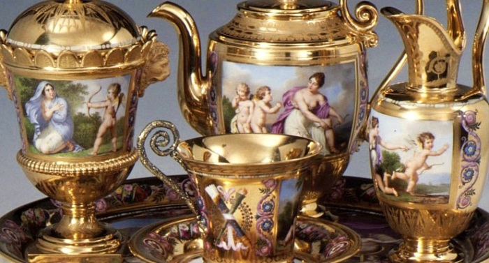 Французский фарфоровый сервиз. | Фото: fiveminutehistory.com.
