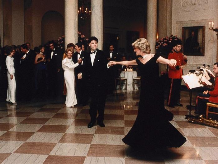 Принцесса Диана танцует с Джоном Траволтой на приёме в Белом доме (1985). | Фото: a.abcnews.com.