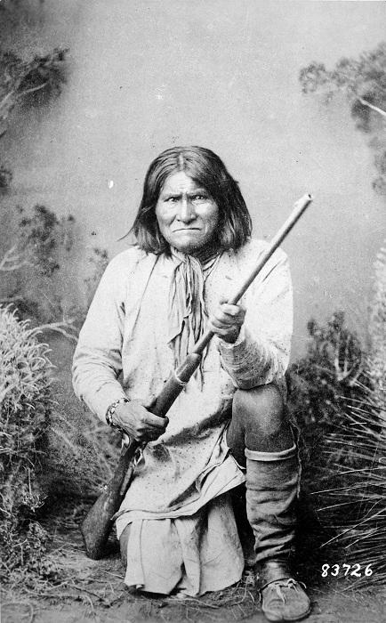 Джеронимо (Гоятлай) - индеец племени апачей, 1887 год. | Фото: ru.wikipedia.org.