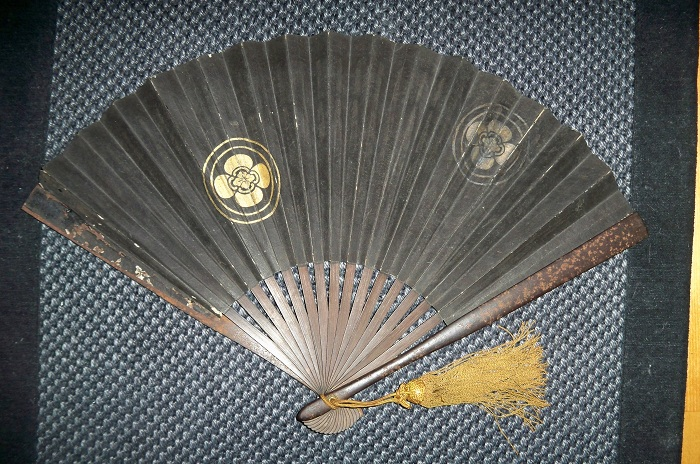Тэссен - японский боевой веер. | Фото: en.wikipedia.org.