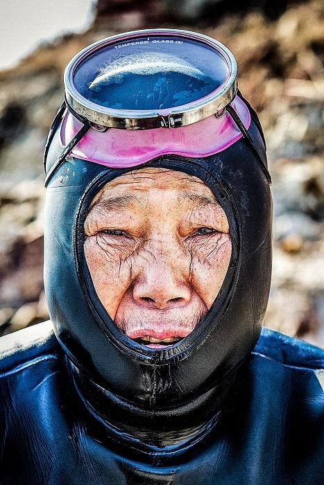 Хэне - ныряльщица за устрицами, морскими ежами. | Фото: huffingtonpost.com.