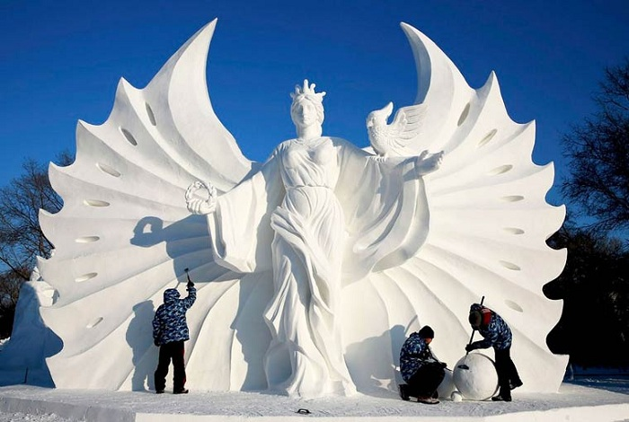 The Harbin Ice and Snow Festival 2015 - фестиваль скульптур из снега и льда.