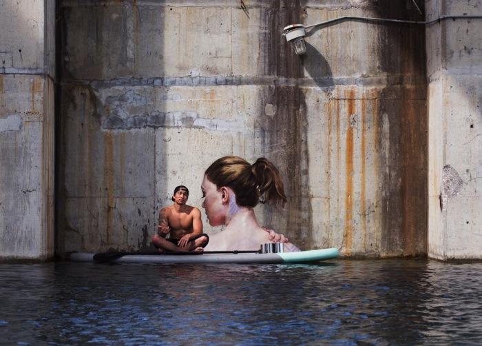 Стрит арт на бетонных стенах затопленного здания.