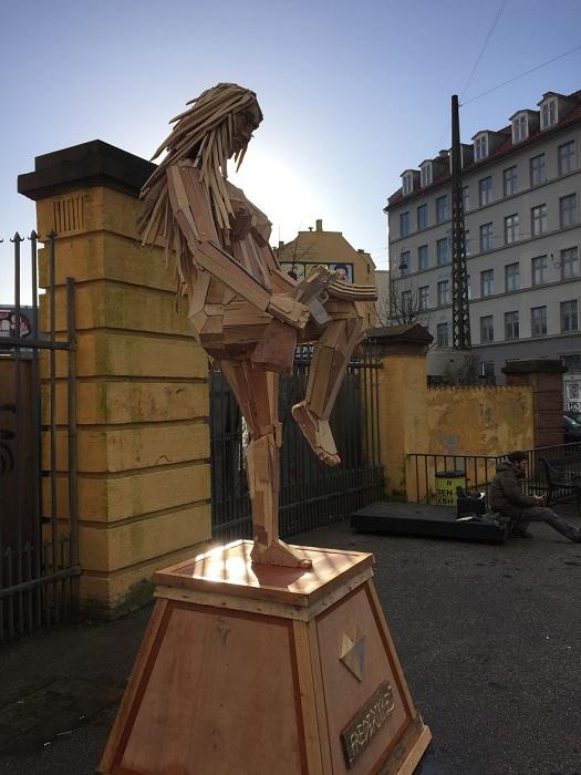 Арт-инсталляция от датского художника.