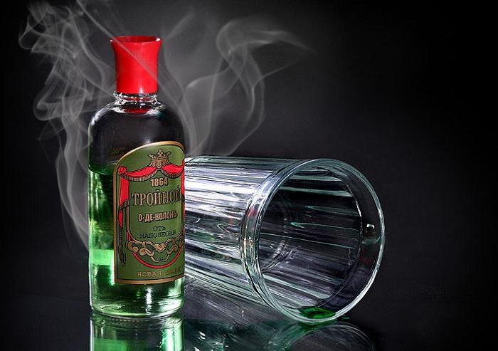 Тройной одеколон - заменитель алкоголя во времена сухого закона.