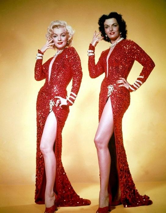 Мэрилин Монро и Джейн Рассел в к/ф «Джентльмены предпочитают блондинок». | Фото: liveinternet.ru.