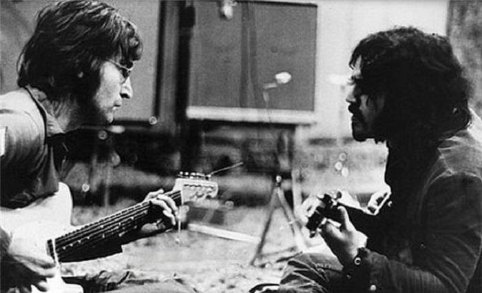 Джон Леннон и Габриэл Уэйн. | Фото: gizmodo.com.