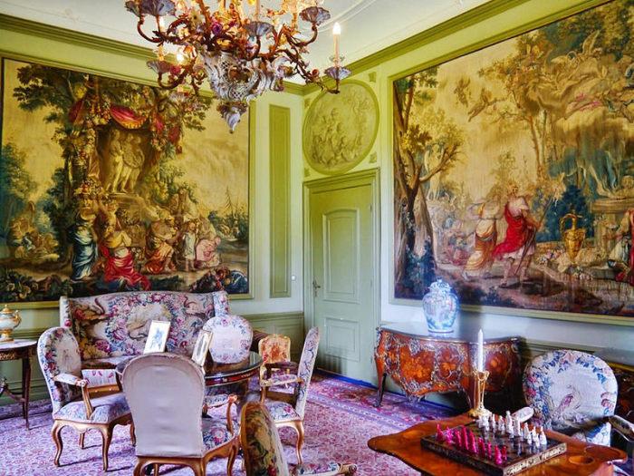 Гостиная королевской семьи в Дорне. | Фото: fiveminutehistory.com.