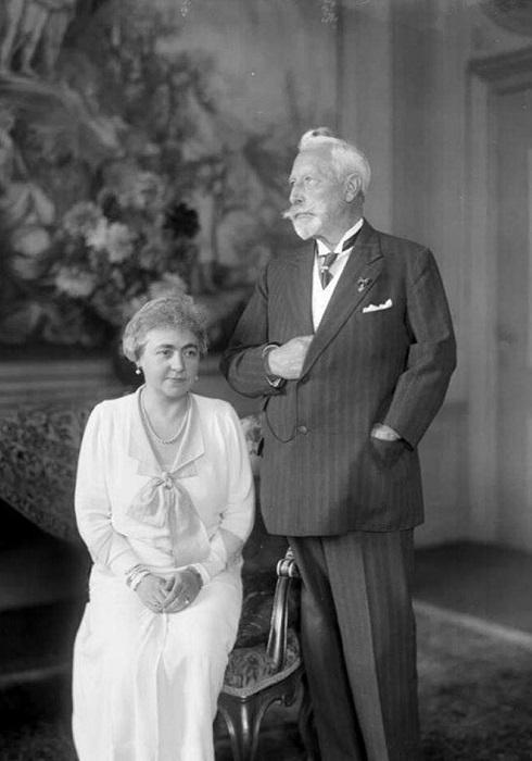 Вильгельм со второй женой Герминой Рейсс-Грейцской, 1933 год. | Фото: fiveminutehistory.com.